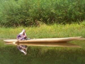 ※ シナノキの幹をくりぬいたウデヘの狩猟用カヌー「オモロチカ」